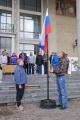 Е.Дементьев опускает флаг